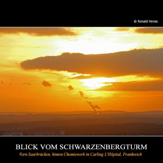 Blick vom Schwarzenbergturm. Sonnenuntergang über der Chemieplattform Carling-Saint Avold, Carling L'Hôpital, Frankreich